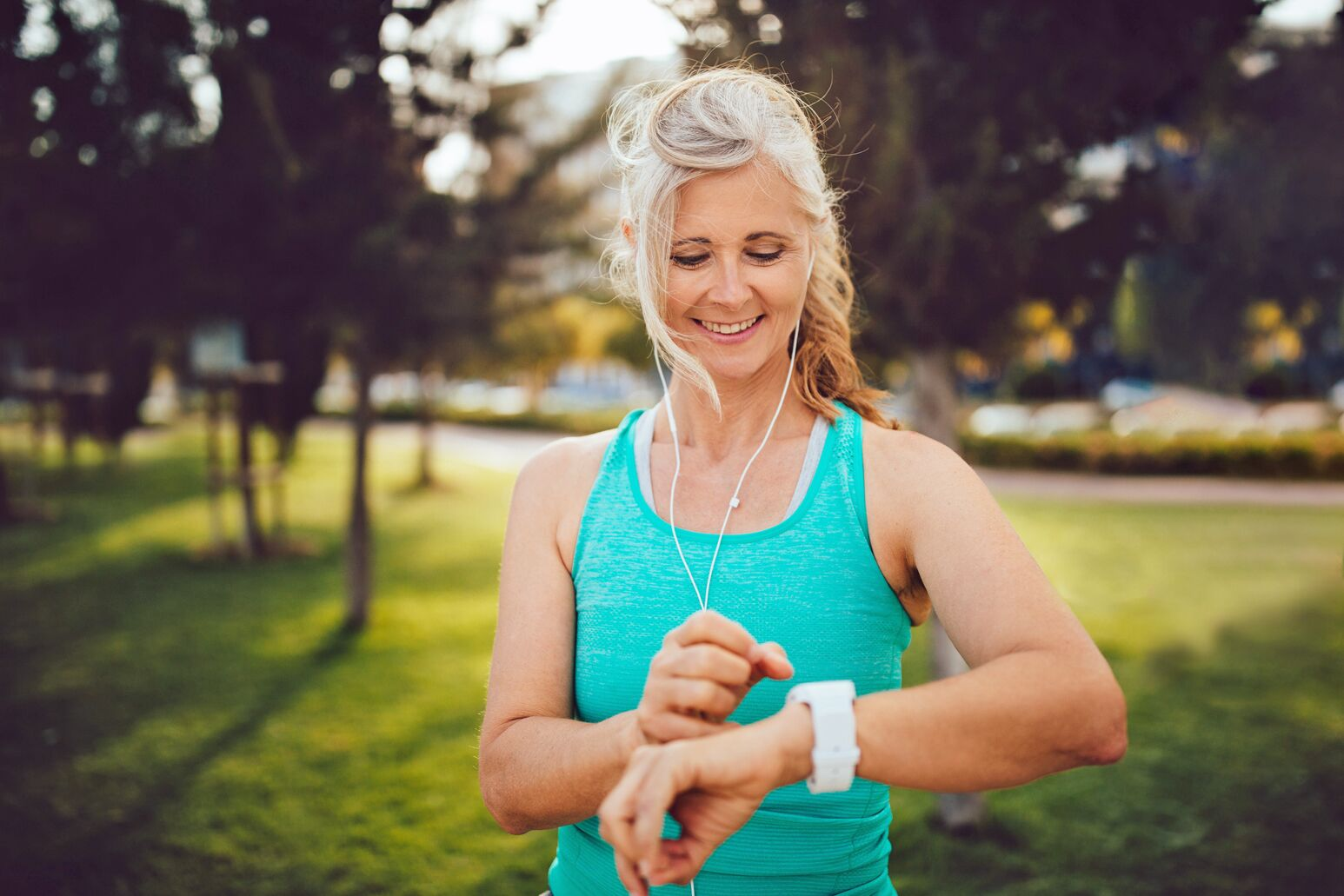 A woman checks her smart watch before a run. Laurence Epstein, MD, discusses the advancements in cardiac monitoring, including Apple Watch and other devices.