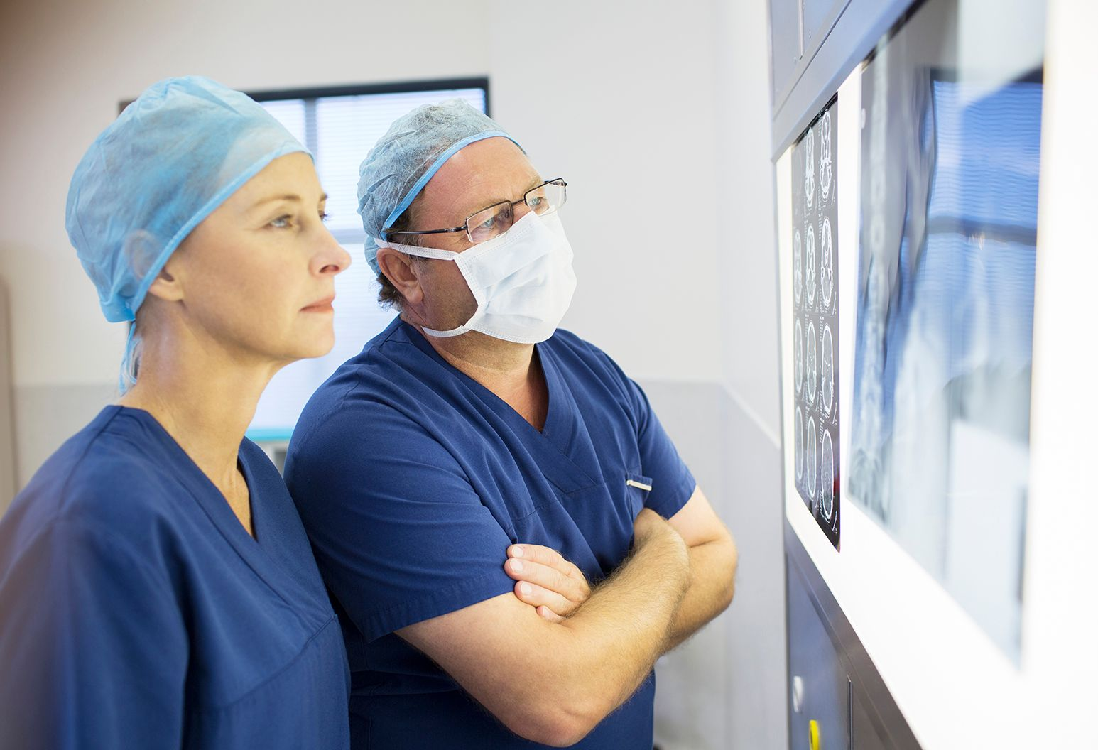 Two surgeons look at x-ray