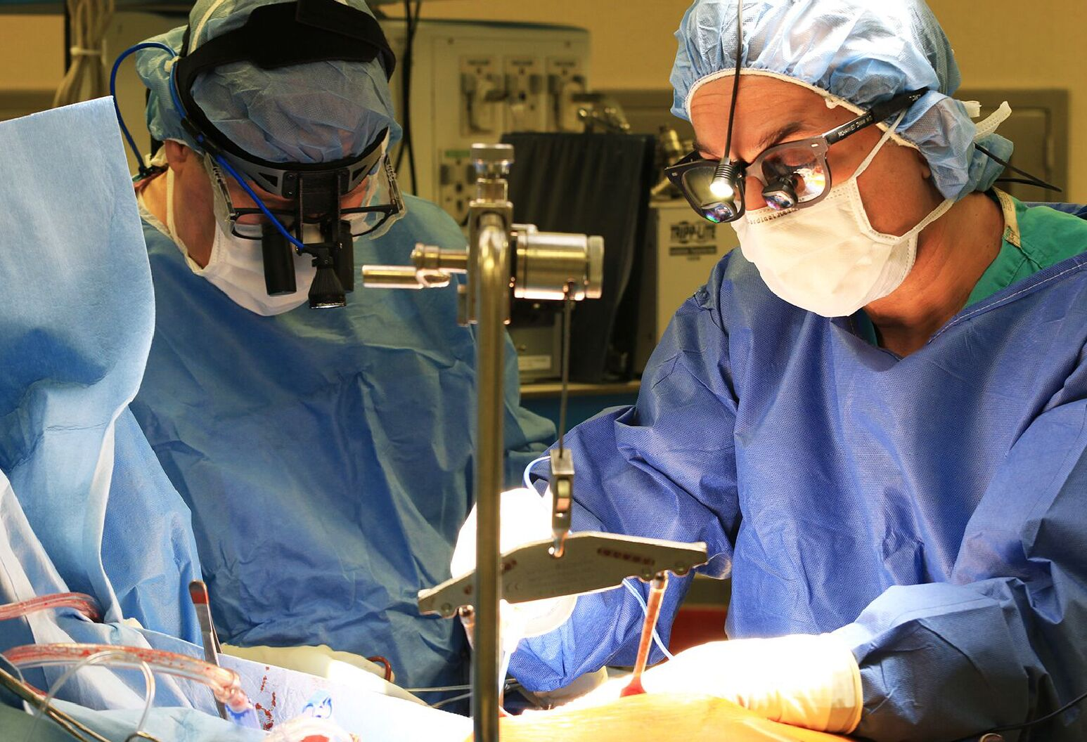 Dr. Frank Rosell (left) and Dr. Mohammed Imam perform coronary artery bypass grafting.
