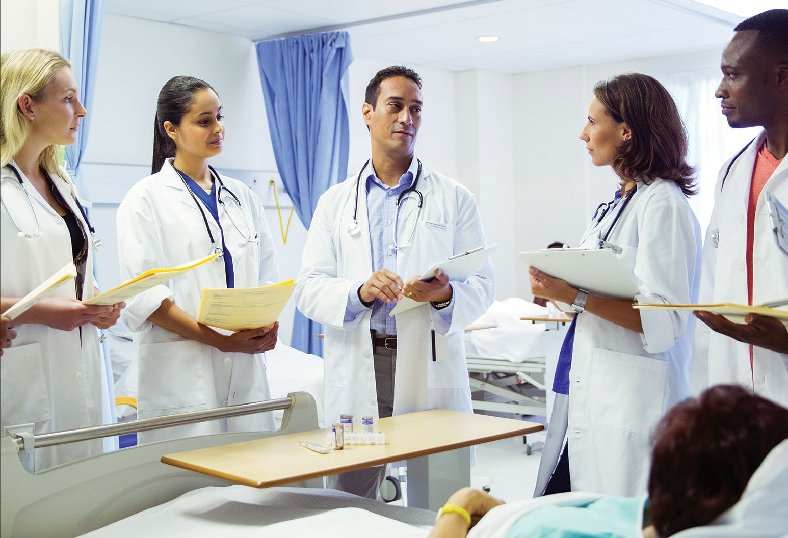 Two physicians discussing a case.