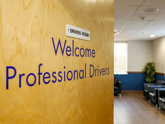 "alt=""welcome sign into drivers lounge"""