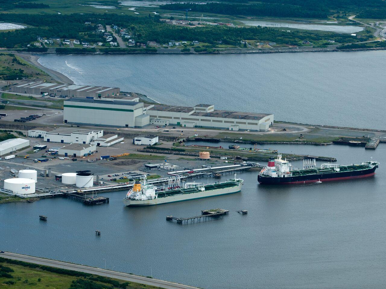 """alt=""""oil ships leaving port"""""""
