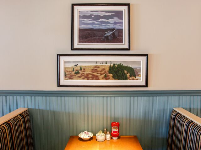 """alt=""""restaurant table booth with wall paintings"""""""