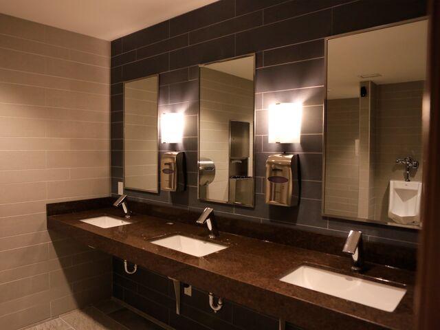 "alt=""clean bathroom sinks"""