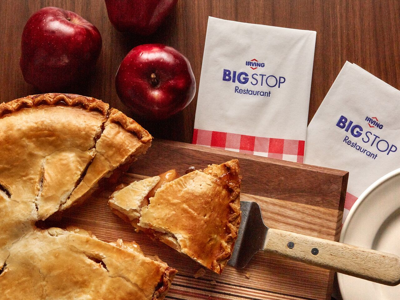 "alt=""sliced apple pie and Big Stop napkins"""