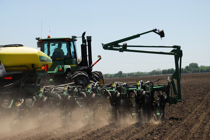 After staring at nothing but the front of the tractor day in and day out, farmers are finding ways to keep themselves entertained while planting. Farmers took to Twitter to share their #cabkaraoke performances.